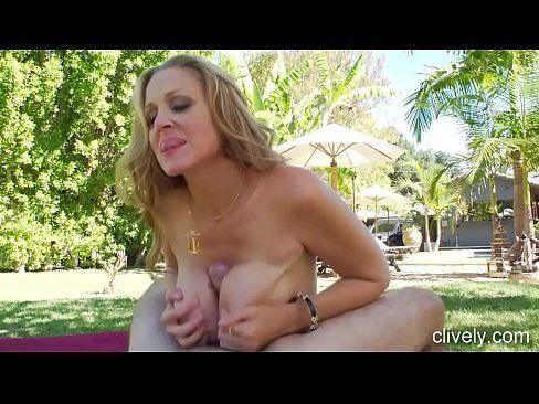 Drunk nude college girls pee video