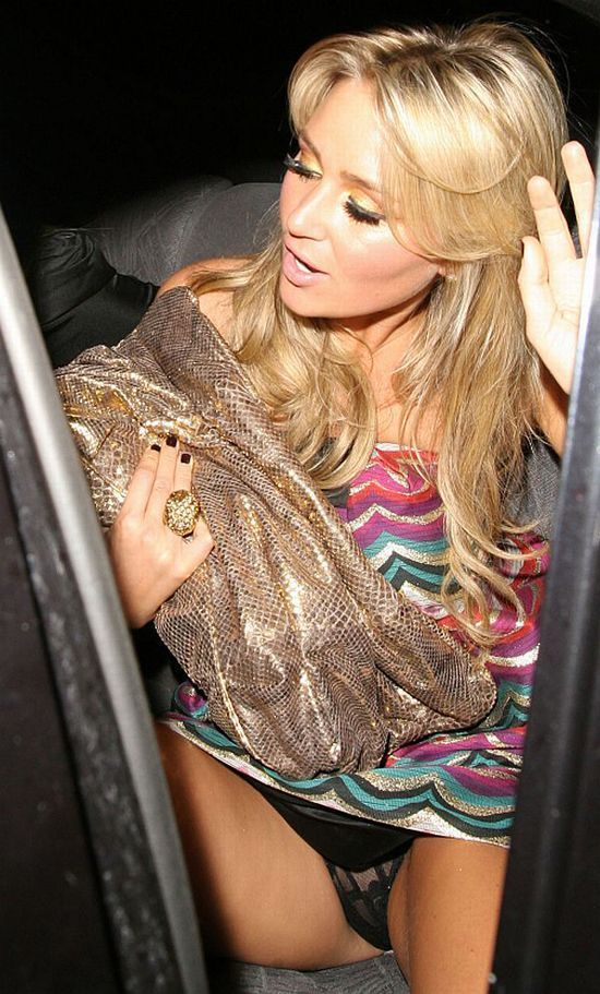 Free celebrity upskirt oops pics