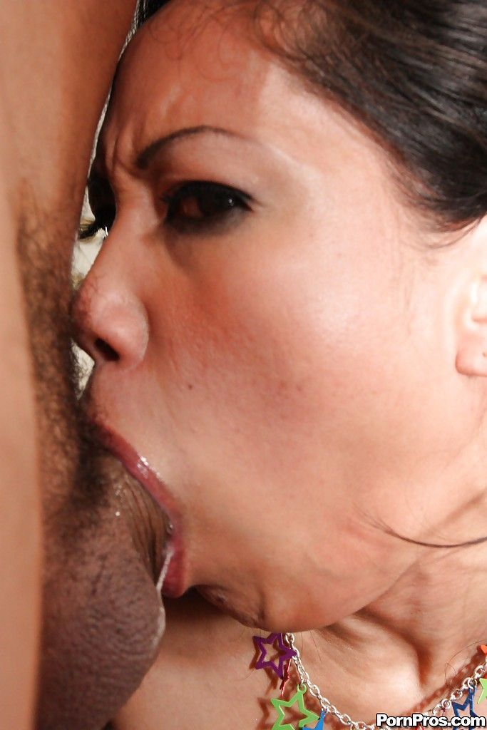 Jessica bangkok deepthroat