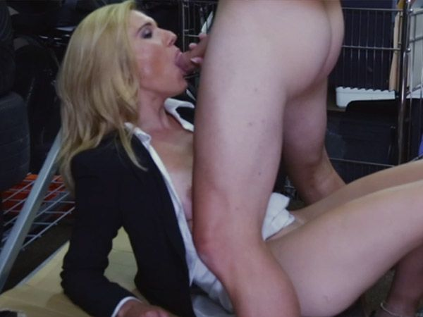 Milf pussy for cash
